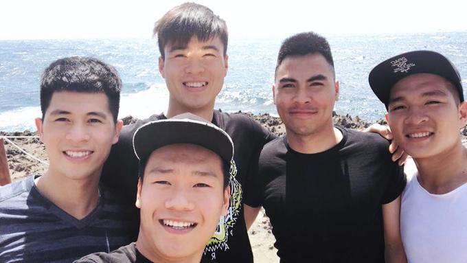 Cách đây ít ngày, một số cầu thủ thuộc đội U23 Việt Nam có mặt trong chuyến công táctới Ninh Thuận. Đình Trọng, Đức Huy, Duy Mạnh, Thành Chung, Thái Quý và Quang Hải khoe ảnh chụp ở Hang Rái, vịnh Vĩnh Hy và vườn nho Ba Mọi.