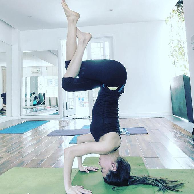 Nữ ca sĩ là người rất chăm chỉ tập gym và yoga. Vì vậy cô sở hữu thân hình đáng mơ ước, khoẻ khoắn, không mỡ thừa.