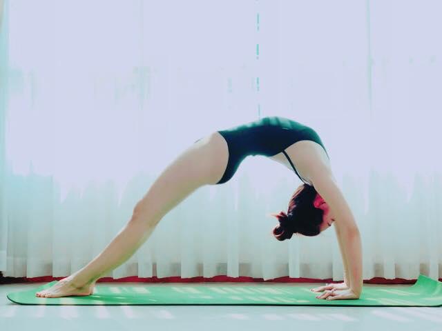 Á hậu Diễm Trang quyết bài trừ bánh chưng và mứt các loại bằng yoga cùng thực đơn toàn rau.