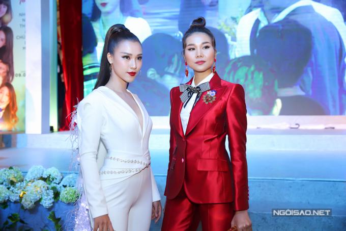 Siêu mẫu Thanh Hằng và Hoàng Oanh cùng thể hiện nhân vật Dung đại ca mạnh mẽ, cá tính trong Tháng năm rực rỡ.