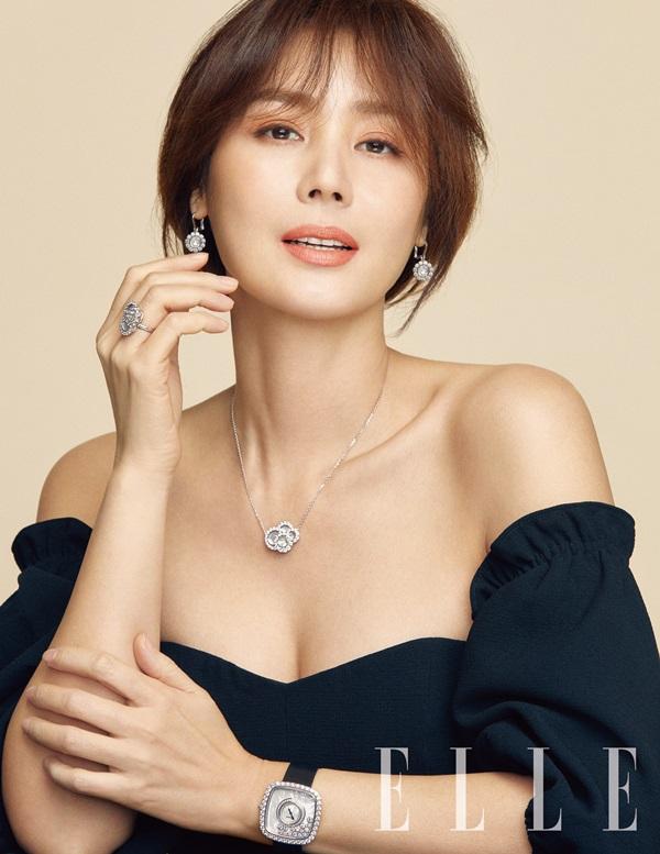 Kim Sung Ryung chia sẻ, là một phụ nữ mạnh mẽ, cô không bao giờ e ngại thách thức và thất bại, tự tin chính là chìa khóa cho cô để nắm bắt mọi cơ hộitrong cuộc sống.