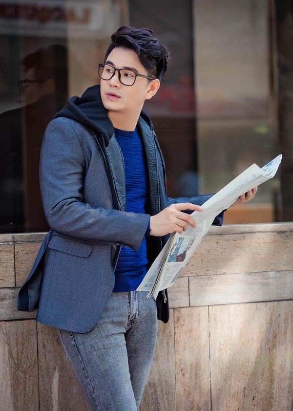 Bộ ảnh được thực hiện với sự hỗ trợ của nhiếp ảnh Vũ Huy Bình, stylist Vin Nguyễn, trang điểm và làm tóc Đạt Nguyễn.