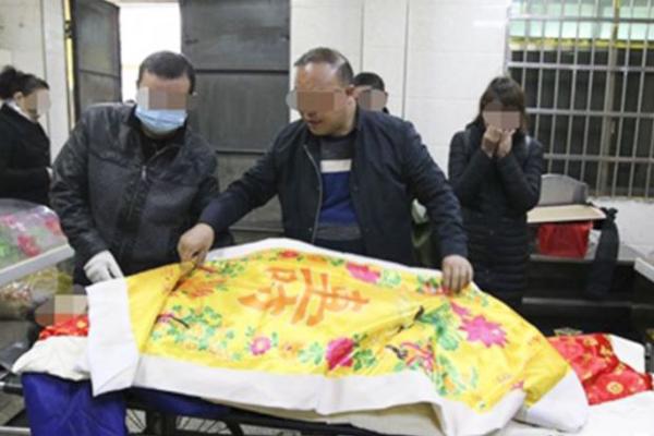 Thi thể ông Huang trong nhà tang lễ. Ảnh: SCMP