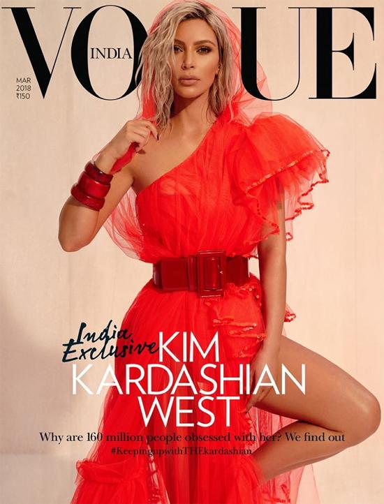 Rất hiếm các nữ nghệ sĩ nước ngoài được lên trang bìa của Vogue Ấn Độ. Bởi vậy sự xuất hiện của Kim vấp phải nhiều lời chỉ trích của độc giả đất nước này dù không ai phủ nhận vẻ đẹp của bà xã Kanye West.