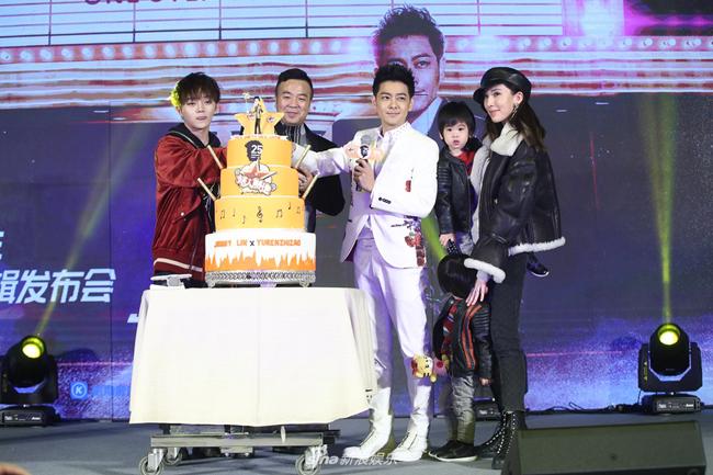 Lâm Chí Dĩnh tổ chức buổi họp báo ra mắt album mới hôm 28/2 tại Bắc Kinh. Tác phẩm đánh dấu chặng đường 25 năm hoạt động nghệ thuật của hoàng tử xứ Đài