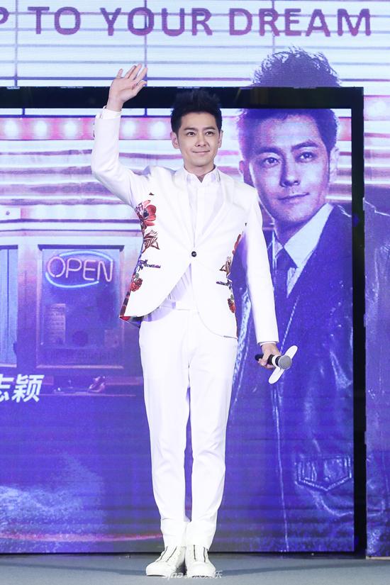 Lâm Chí Dĩnh tổ chức buổi họp báo ra mắt album mới hôm 28/2 tại Bắc Kinh. Tác phẩm đánh dấu chặng đường 25 năm hoạt động nghệ thuật của hoàng tử xứ Đài. Từ khi kết hôn, sinh con, Lâm Chí Dĩnh giảm dần công việc trong showbiz, tuy nhiên anh vẫn rất được khán giả hâm mộ và đón chào.