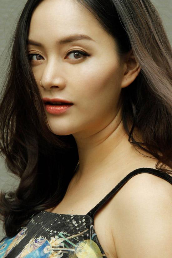 Sau nhiều sóng gió trong đời sống tình cảm, hiện tại diễn viên Cô nàng xấu xí rất viên mãn với cuộc sống.