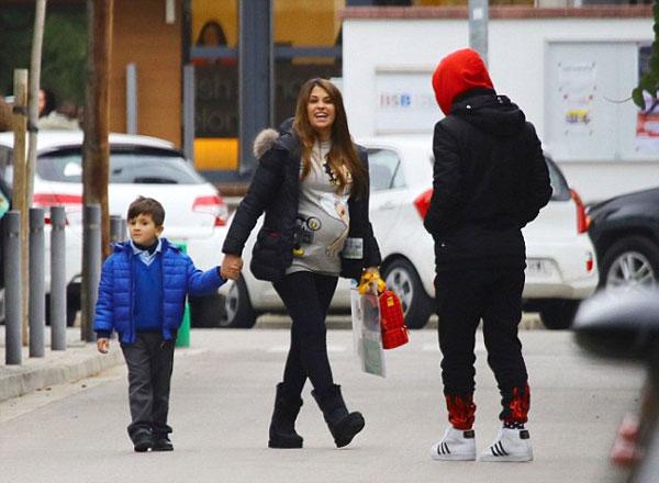 Hai vợ chồng sao Barca