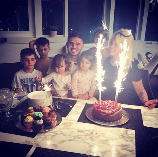 Vợ chồng Icardi quây quần bên nhau trong sinh nhật của anh hôm 19/2. Ảnh: Instagram.