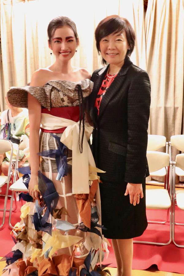 Ông xã tháp tùng Trúc Diễm đi Nhật Bản diễn cho vợ thủ tướng Abe xem - 1
