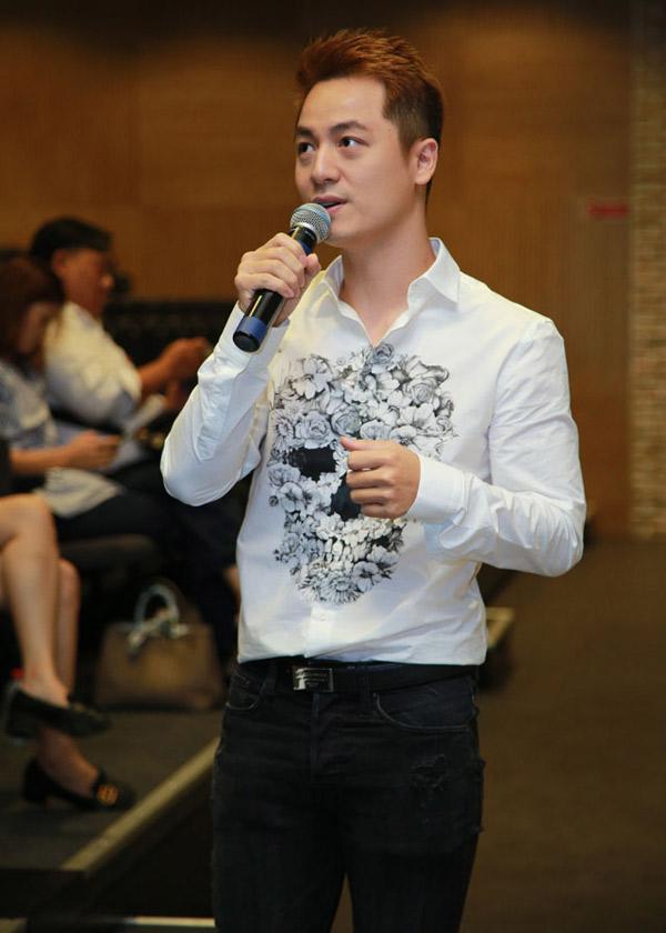 Ông bố hai con chia sẻ, khi ngồi ghế nóng cuộc thi ca hát dành cho những thí sinh có hoàn cảnh khó khăn, anh như được tiếp thêm sức mạnh.