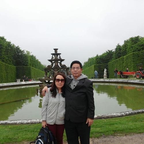 Chú Đình muốn đưa vợ đi thăm thú nhiều nơi.