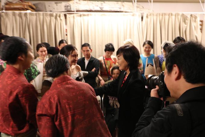 Ông xã tháp tùng Trúc Diễm đi Nhật Bản diễn cho vợ thủ tướng Abe xem - 2
