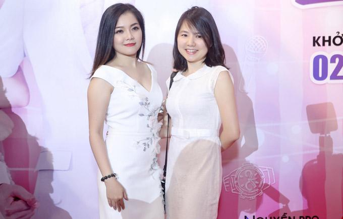 Ca sĩ Thanh Ngọc và cô bạn thân Ngô Quỳnh Anh rủ nhau đi xem phim mới.