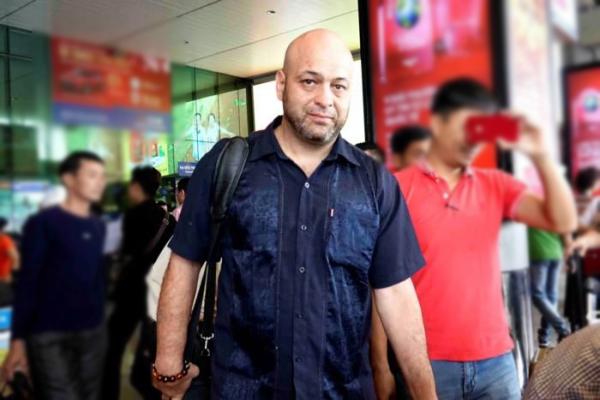 Pierre Flores về Canada và hẹn trở lại Việt Nam vào tháng 6. Ảnh: TN.