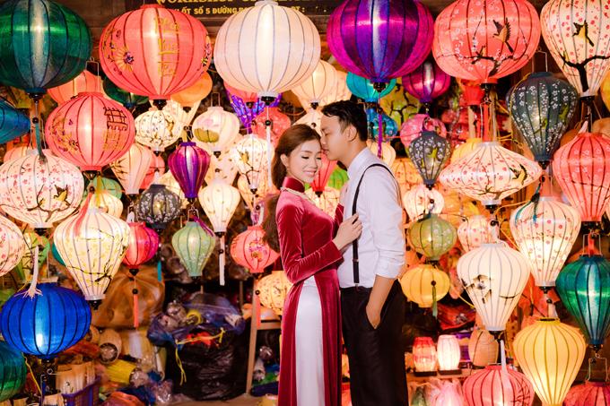 Diễm Hằngđã nói vui với chú rể của mìnhrằng chừng nào chụp đủ 4 bộ ảnh ở các miền Bắc - Nam - Trung - Tây thì mới chịu cưới. Bộ ảnh đầu tiên được chụp tại miền Tây, quê hương của chú rể,vào mùa thu 2014. Bộ thứ hai được thực hiện tại Sài Gòn vào mùa xuân 2015. Sau đó là bộ ảnh chụp ở Sapa, quê của cô dâu. Bộ ảnh thứ 4 được chụp ở Đà Nẵng vào hè 2017 vừa qua sau một thời gian dài cả hai bị cuốn vào công việc, học hành.