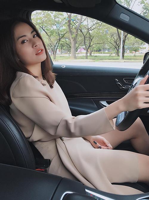 Hoàng Thuỳ Linh khiến fan chao đảo vì vẻ đẹp ngày càng đằm thắm, dịu dàng.