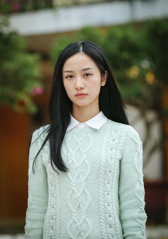 Tạo hình nhân vật Tuyết Anh lạnh lùng nhưng cuốn hút của Jun Vũ trong phim Tháng năm rực rỡ.