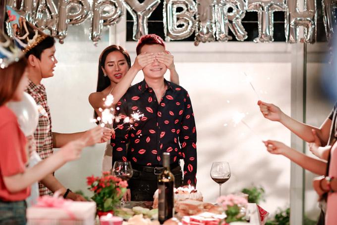 Vợ sắp cưới không ghen khi Khắc Việt hôn bạn diễn trong MV mới
