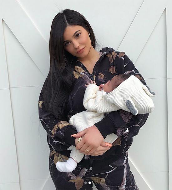 Kylie giới thiệu thiên thần nhỏ với các fan.
