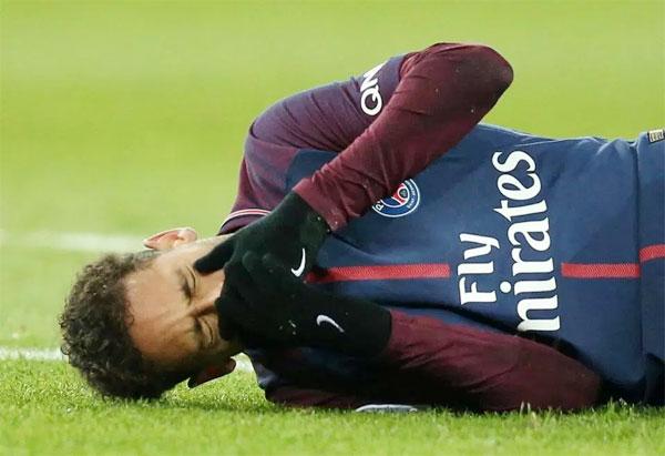 Neymar bị chấn thương nghiêm trọng trong trận thắng 3-0 của PSG trước Marseille hôm cuối tuần.