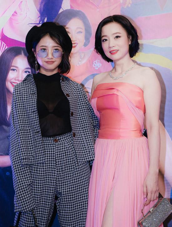Nghệ sĩ Mỹ Duyên và diễn viên Trịnh Thảo cùng đảm nhận vai nữ hoàng chửi thề Thùy Linh. Tháng năm rực rỡ là dự án hiếm hoi Mỹ Duyên tái xuất màn ảnh rộng.