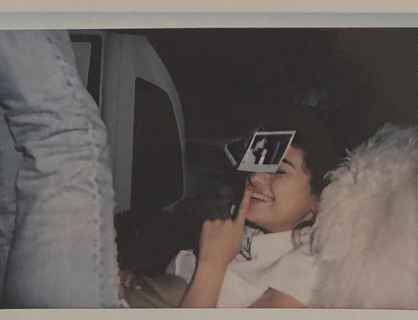 Selena rạng rỡ hạnh phúc trong ngày sinh nhật của Justin Bieber.