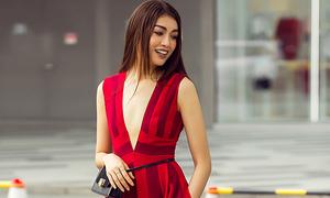 Lệ Hằng nổi bật trên phố với loạt váy đỏ hợp mốt