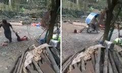 Bố trói chân con gái vào sau xe máy, kéo lê qua đoạn đường sỏi đá