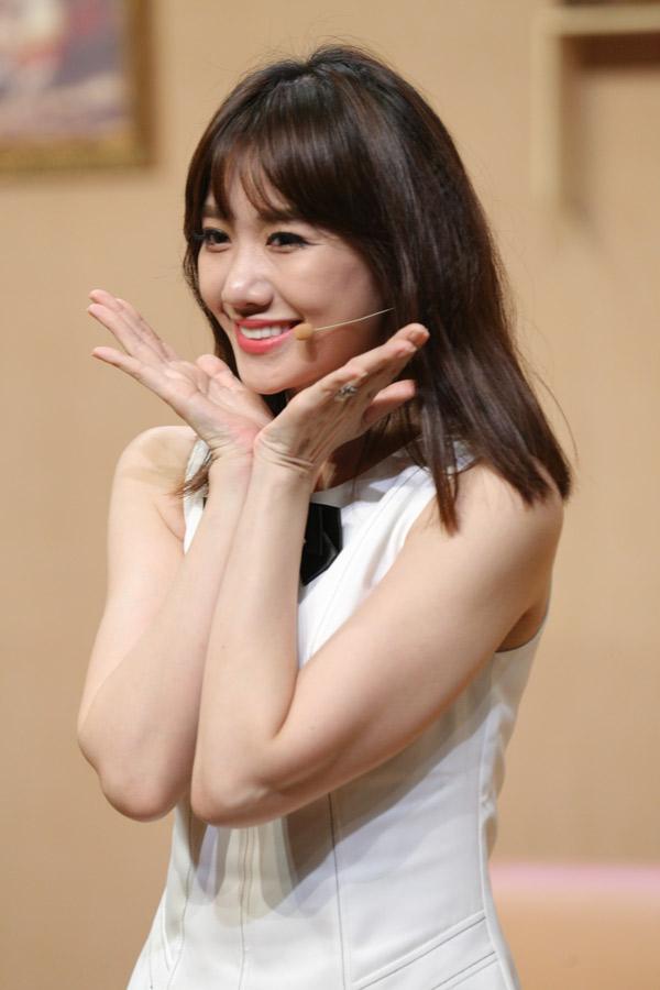 Hari Won hào hứng làm khách mời gameshow hài đầu năm.