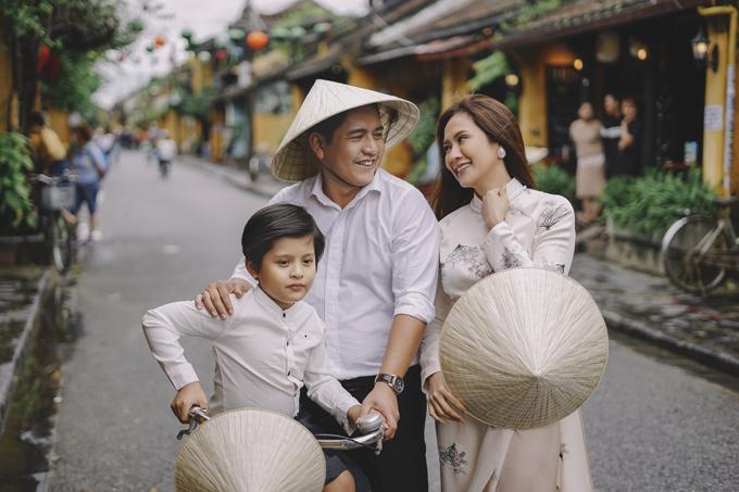 Vợ chồng Thanh Thúy - Đức Thịnh và con trai Cà Phê.