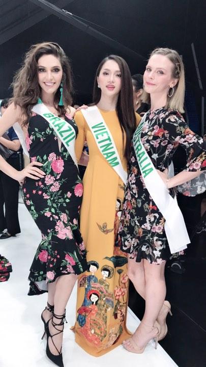 Chiều 3/3, Hương Giang cùng 27 thí sinh tiếp tục tham gia các hoạt động khác của cuộc thi Hoa hậu Chuyển giới Quốc tế 2018. Trong đó, họ ghi hình cho một trong những kênh truyền hình nổi tiếng nhất Thái Lan là GMM. Chương trình phát sóng vào 6/3 tới.