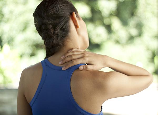 Thường xuyên mệt mỏi Mỡ thừa quá nhiều sẽ khiến cơ bắp yếu đi, khiến bạn dễ mệt mỏi khi phải vận động. Cơ bụng yếu sẽ tạo áp lực lớn cho vùng lưng và cổ, vai, gáy, khiến bạn