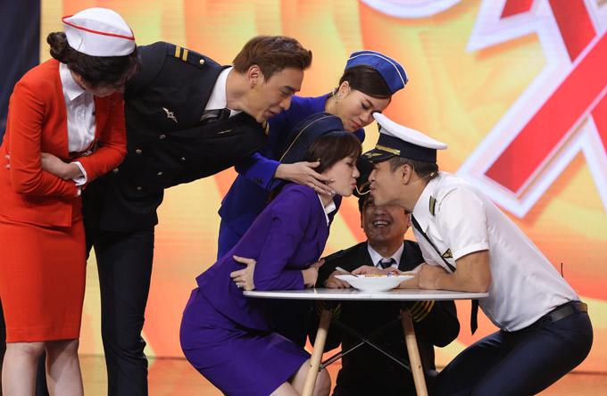 Chương trình 7 nụ cười xuân phát sóng vào tối thứ bảy và chủ nhật hàng tuần trên Đài truyền hình TP HCM.