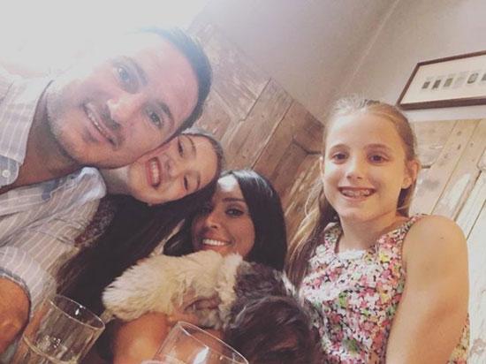 Lampard và vợ bên hai cô con gái Luna, Isla,