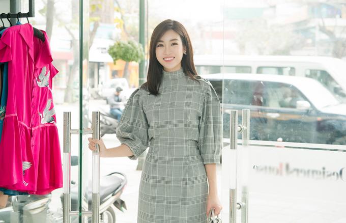 Mỹ Linh cho bết, cô vốn có mối quan hệ rất thân thiết với Ngọc Hân nên khi được đàn chị mời catwalk cho bộ sưu tập mới, cô sẵn sàng tham gia.