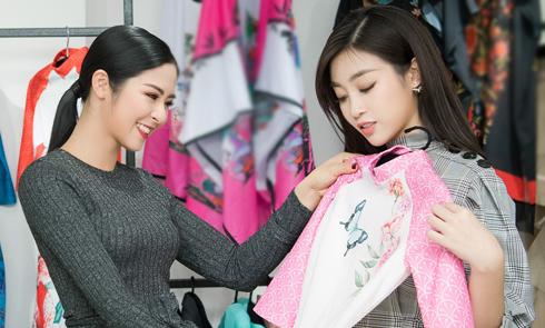 Ngọc Hân chọn áo dài cho Mỹ Linh, chuẩn bị cho show diễn