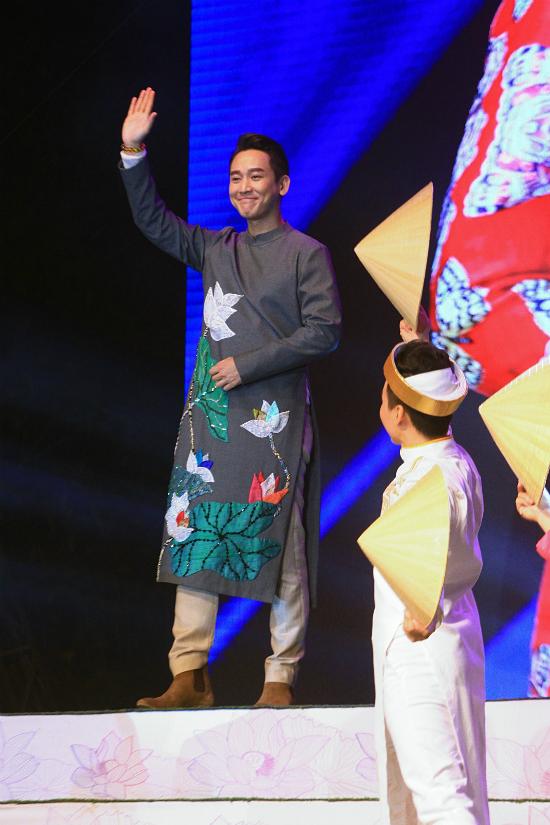 Dàn nghệ sĩ Việt tỏa sáng với áo dài - 4