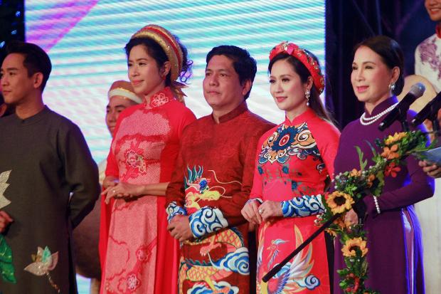 Dàn nghệ sĩ Việt tỏa sáng với áo dài - 5