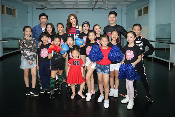 Asian Kids Fashion Week 2018sẽ được tổ chức vào ngàyngày 4/3 tạiTP HCM.Chương trình có sự tham gia của các nhà thiết kế hoa hậu Ngọc Hân, Hà Nhật Tiế và các nhà thiết kế đến từMalaysia,Hong Kong, Thái Lan, Ấn Độ.