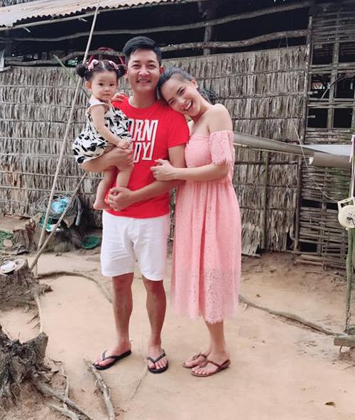 Gia đình Hải Băng - Thành Đạt khoe căn nhà mới một túp lều tranh - hai trái tim vàng.