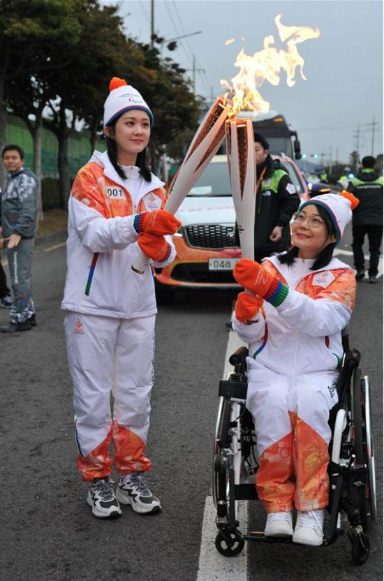 Jang Nara xinh đẹp và đầy sức sống khi rướcđuốcở Thế vận hội - 2