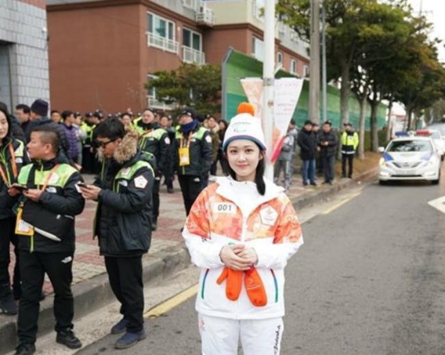 Hìnhảnh khỏe khoắn, tươi xinh của Jang Nara tại sự kiện.
