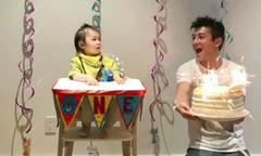 Trần Quán Hy phấn khích hò reo cùng con gái cưng trong ngày sinh nhật