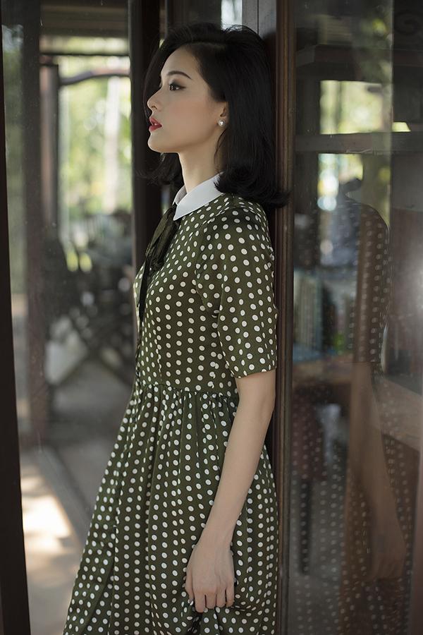 Ở bộ sưu tập này, hoạ tiết chấm bi mang đặc trưng của phong cách retro được hai nữ thiết kế thể hiện một cách lôi cuốn qua nhiều kiểu trang phục phù hợp với không khí xuân hè.