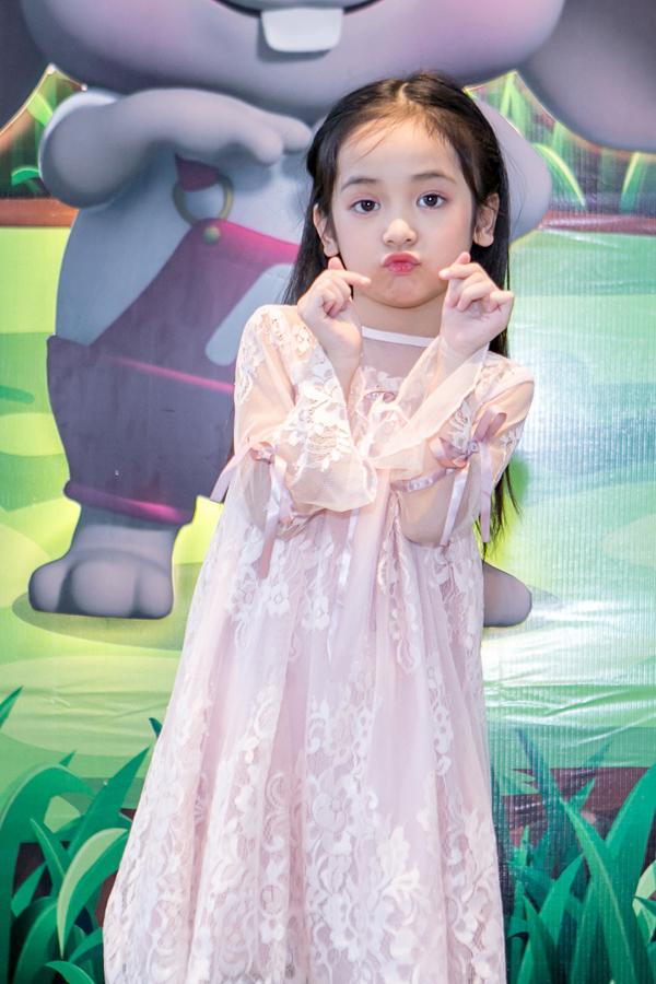 Chu Diệp Anh sinh năm 2011tại Hà Nội. Từ năm 3-4 tuổi, bé đã được làm quen với thời trang và từng diễn trong nhiều show lớn. Cách đây không lâu, bé góp mặt trong phim Ngược chiều nước mắt.