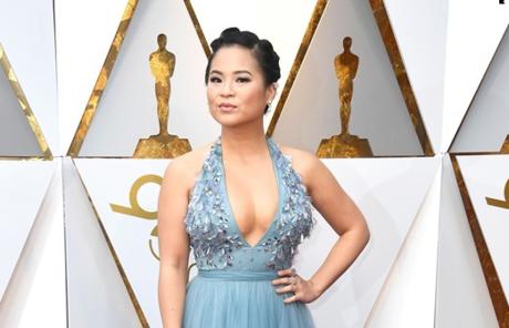 Diễn viên gốc Việt khoe vòng một sexy trên thảm đỏ Oscar