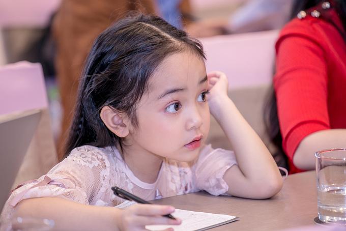 Trên mạng xã hội, Chu Diệp Anh khá nổi tiếng với hàng trăm nghìn lượt người theo dõi ở trang mà bố mẹ tạo cho bé.