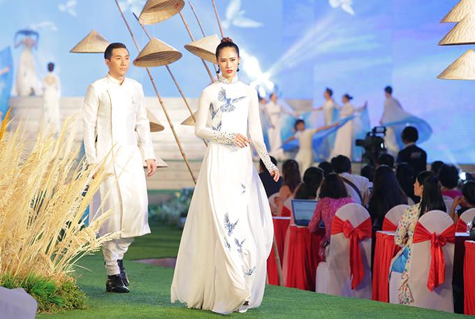Ngoài Ngô Nhật Huy,Lễ hội áo dài 2018 còncó sự tham gia của hơn 20 nhà thiết kế khác,với những sưu tập độc đáo, ý nghĩa.