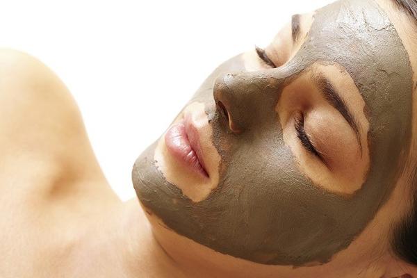 Mặt nạ đất sét cũng được khuyễn khích sử dụng cho những nàng có làn da nhờn. Trôn đất sét với vài giọt tinh dầu oải hương hoặc jojoba để tăng hiệu quả thư giãn cho da.